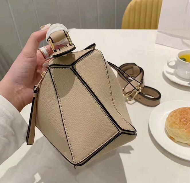 مصمم ساحة سيدة حقائب حمل الصليب الجسم مزاج حقيبة أنثى كلاسيكي عادي حقيبة اليد ذات جودة عالية 2020 حقيبة CROSSBODY