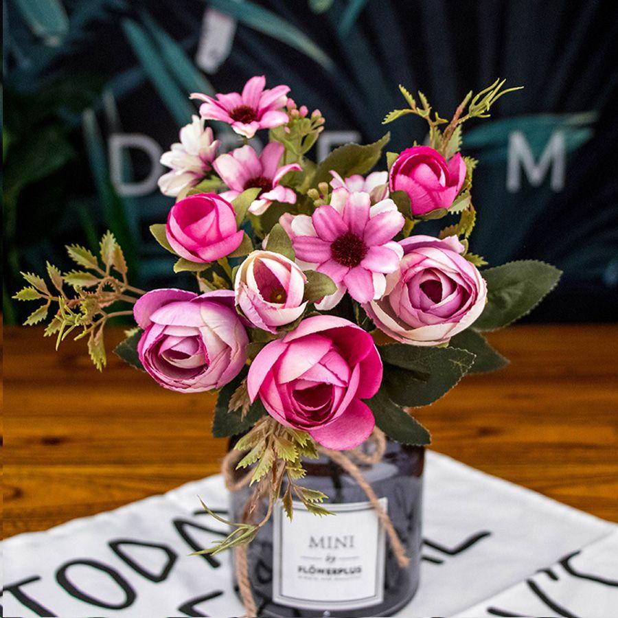 Las flores de seda artificial para la decoración de la boda
