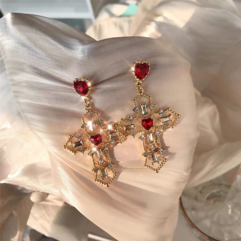 Pendientes del Rhinestone colgante de cristal de diseño nuevo retro rojo del corazón Pendientes Cruz del color oro para la joyería de las mujeres del regalo del partido 2020
