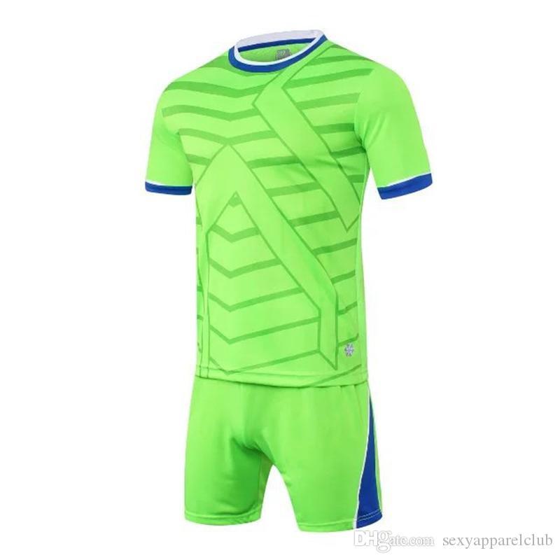 Il commercio all'ingrosso caldo personalizza gli insiemi di vestiti poco costosi del calcio insiemi della Jersey di calcio di formato del manicotto della manica della manica corta