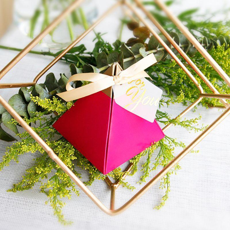 50pcsRose Kırmızı Üçgen Piramit Tatlı Şeker Kutusu Düğün Kağıt Hediyelik Kutular 634E Favors