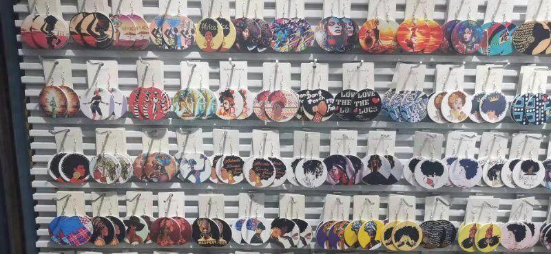 20Styles 편지 아프리카 헤드 그림 다채로운 나무 펜던트 귀걸이 매달려 라운드 인쇄 나무 귀고리 귀 후크 여성 패션 보석 선물