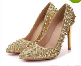 Новые насосы Нижняя Острый носок заклепки туфли на высоком каблуке дизайнер свадебная обувь для новобрачных Женская обувь с каблуками.
