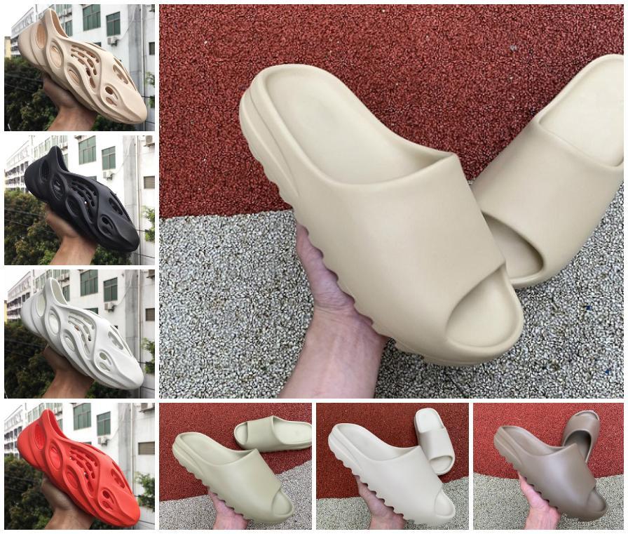 2020 Kanye West Zapatilla Hombres Mujeres diapositivas Bone Marrón Tierra de arena del desierto de diapositivas tamaño Resina sandalias de espuma Runner 36-45