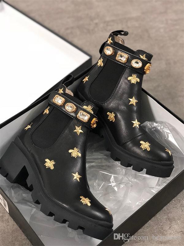 Femmes Designer Bottes Martin Botte Desert Flamants Amour Flèche 100% En Cuir Véritable Médaille Grossier Non-Slip Chaussures D'hiver Taille US5-11
