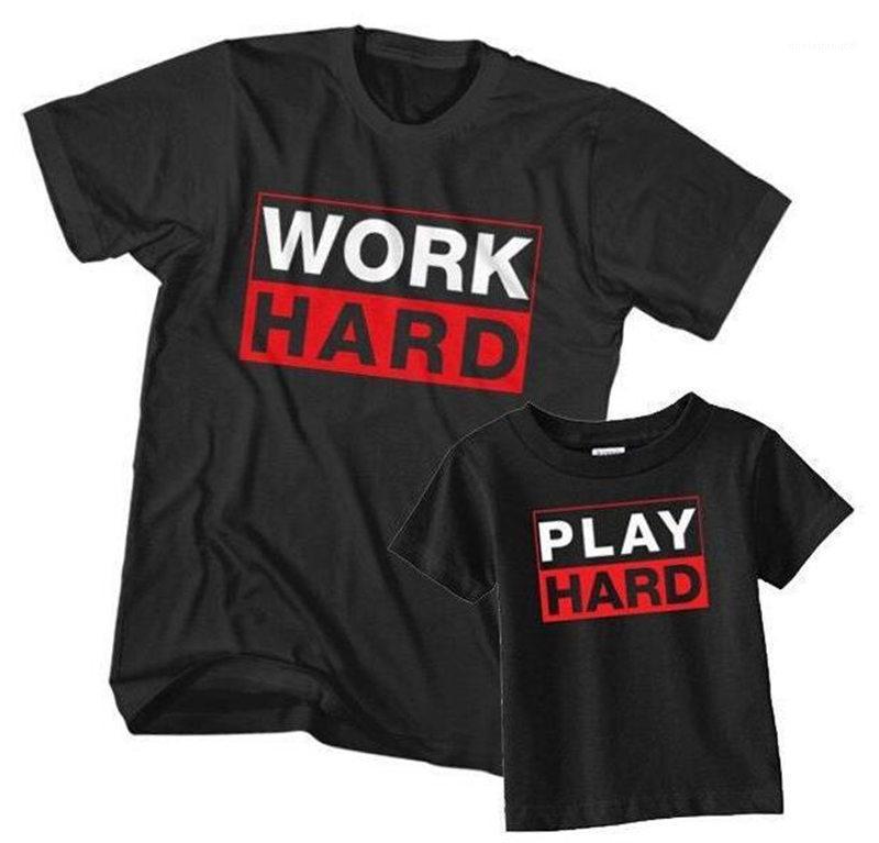 Mens Tops Casual Vestuário Parent Vestuário trabalho duro Imprimir T-shirt gola manga curta preta Moda