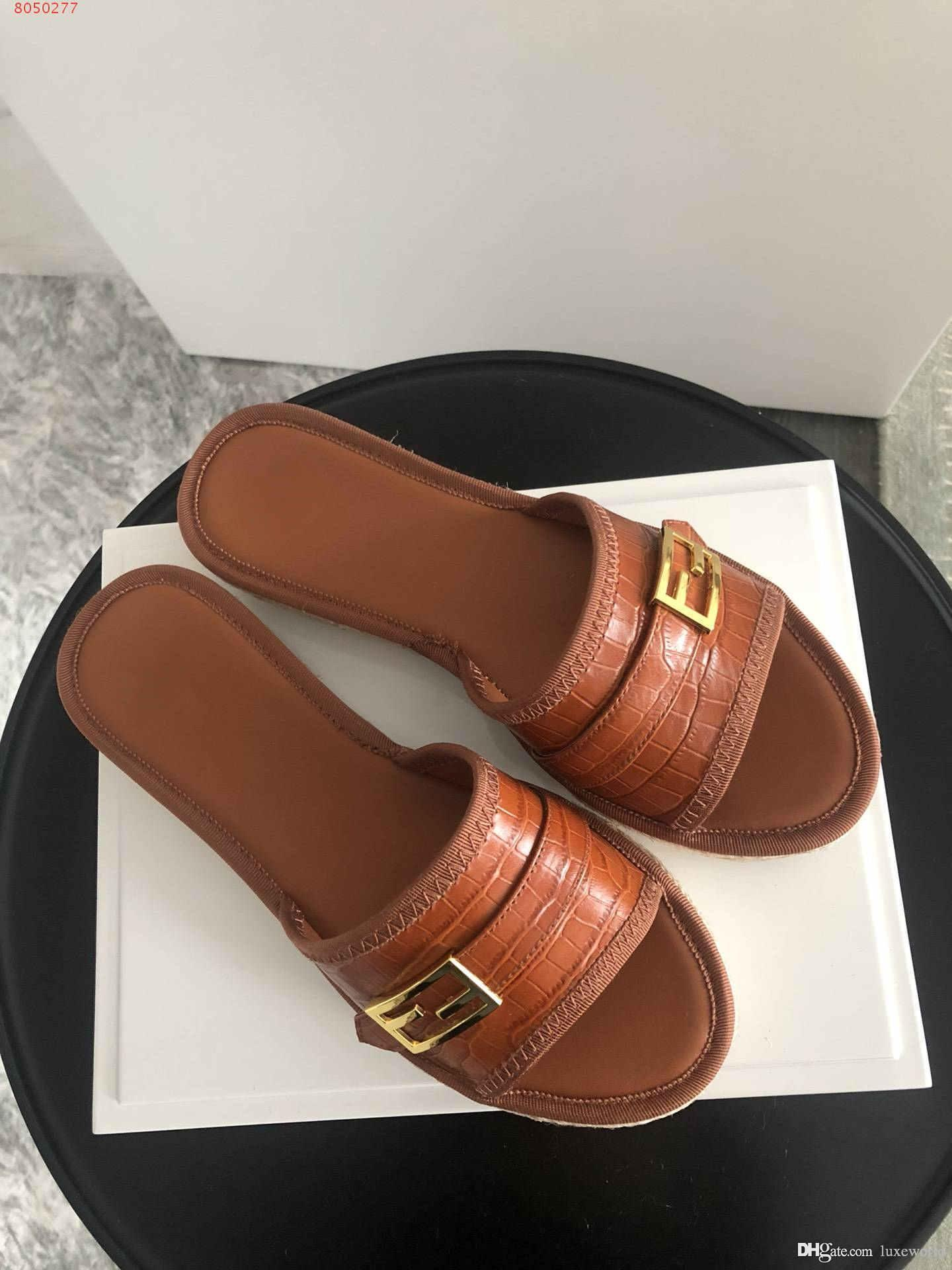 Select material fashion Yellow pink and blue green ladies slippers Pure and fresh joker with thick soles made of gnetvine
