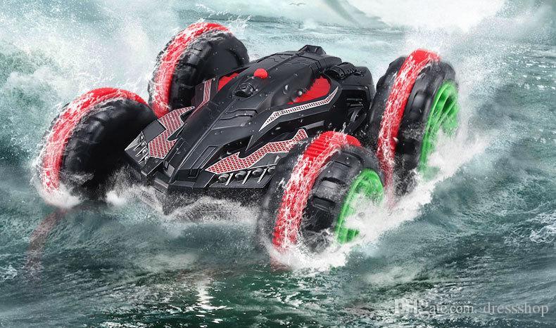 Vierradantrieb Fernbedienung Amphibiomische Stuntfahrzeug 2,4g wasserdichtes doppelseitiges Fahrtank Auto Jungen Kinderspielzeug