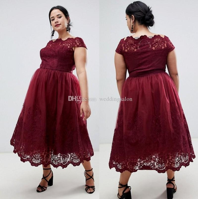 Burgund Plus Size Lace Brautjungfernkleider mit Flügelärmeln Bateau Neck Land Trauzeugin Kleider Tee Länge Hochzeitsgast Kleid