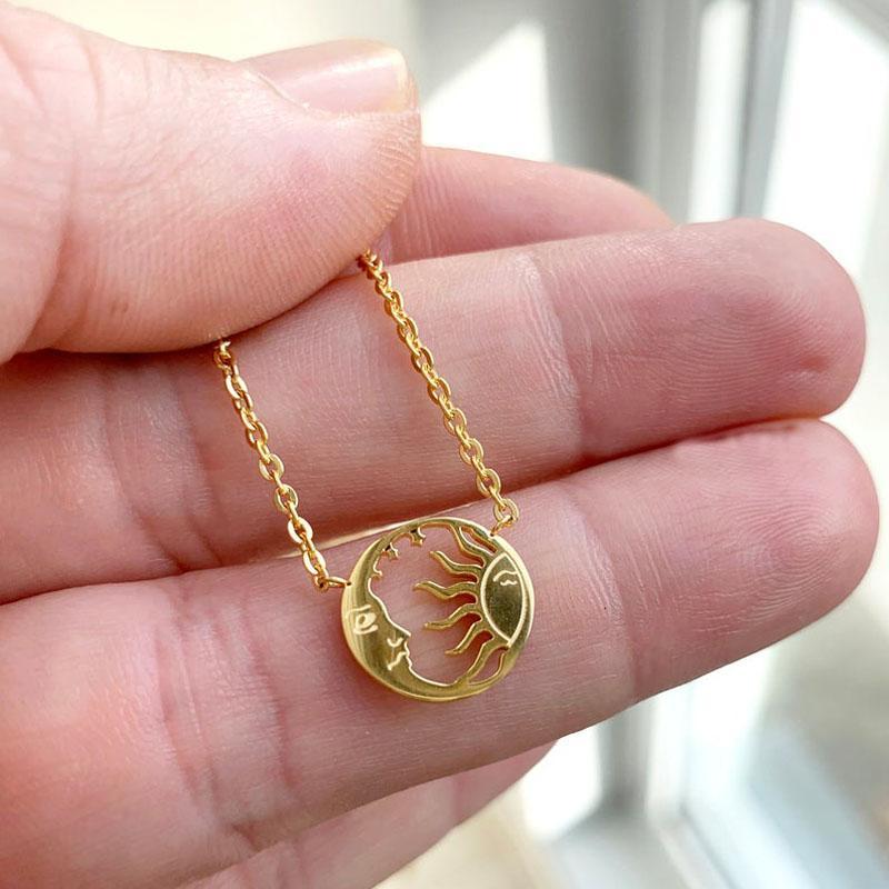 Anhänger Halsketten Minimale Scheibe Münze Halskette Edelstahl Mond und Sonnengesicht Anhänger Für Frauen Modeschmuck Bijoux Femme 2021