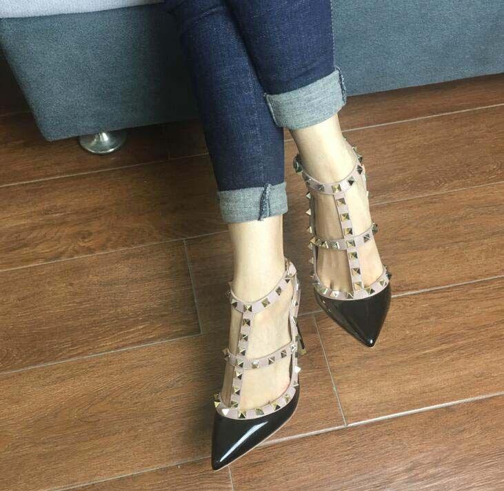 Hot Toe venda- 2-cinta com rebites de couro envernizado Studs salto alto cravejado com Tiras Sapatos valentine sapatos de salto alto
