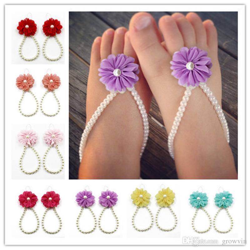 Perlas blancas de la joyería sandalias descalzas del niño infantil del bebé de rodaje para el bautizo de flores y zapatos de los bebés accesorios de bebé K82