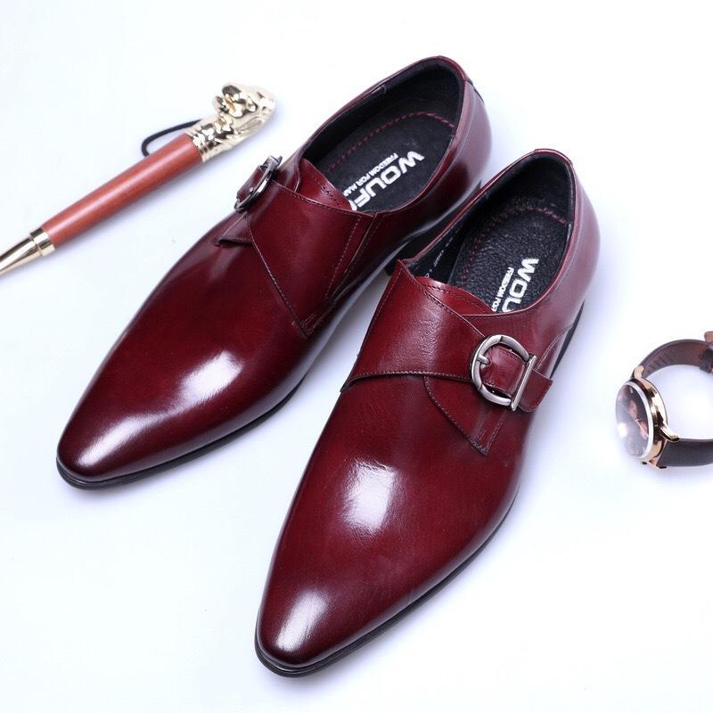 La mode coréenne des jeunes de la mode des chaussures pointues britanniques en cuir d'affaires robe boucle cuir chaussures hommes respirant taille 38-48
