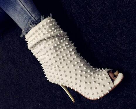 2019 белые для женщины высокие каблуки платье шипами обуви середины икры загрузки Пип Toe лодыжки пинетки этап заклепки женщины готическая обувь сандалии