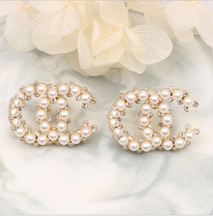 pendientes de perlas de alta calidad con clavos rojos netos de las mujeres