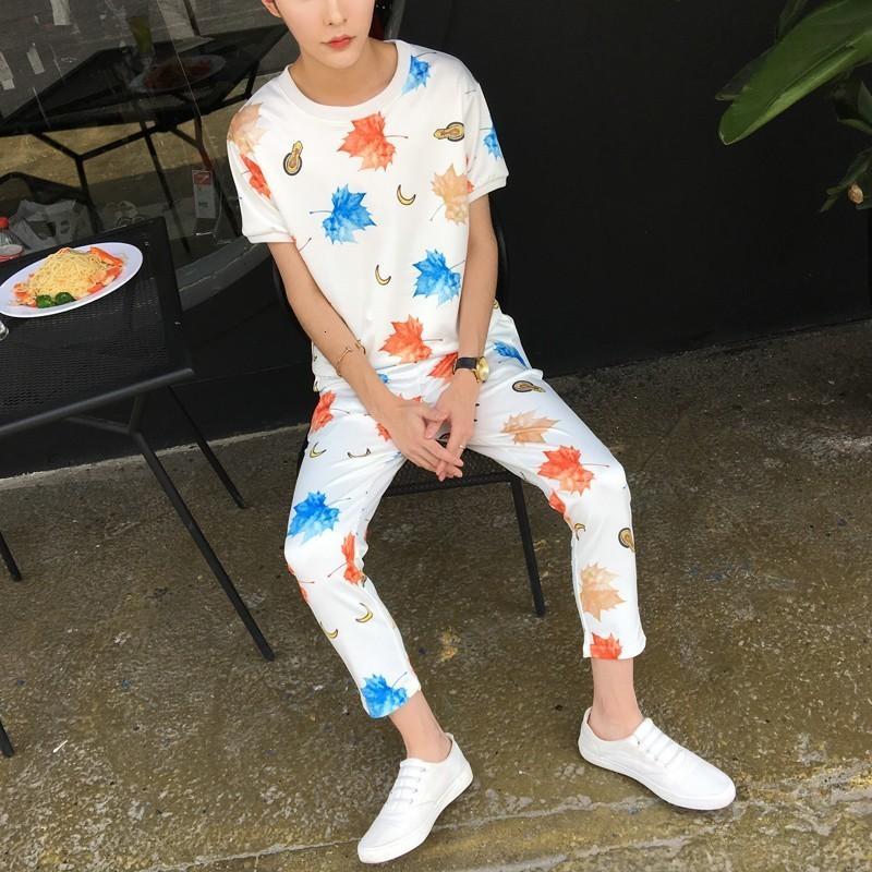2020 Лето с коротким рукавом Круглый шеи печати Цветочные наборы для мужчин Корейский Slim Fit Casula брюки Set Мода Мужской одежды