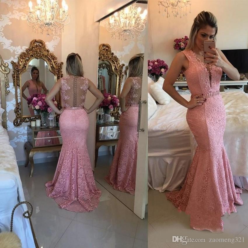 Ultimi Pink Illusion Neck Mermaid Abiti da sera in pizzo Button Back in rilievo Sweep Train Abiti da sera formale Vestido De Noche Prom Dresses