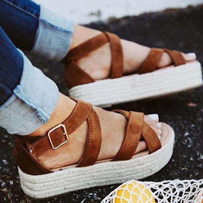 Flache Sandalen Frauen Schuhe Mode Shallow Buckle-Plattform-Sandelholz weiblich 2020 Leopard beiläufigen Frauen-Sommer-Schuhe Plus Size VT806 T200529