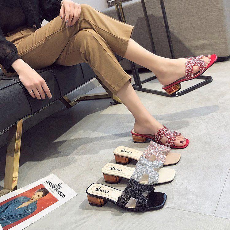 Тапочки летом носят слово тащат женскую обувь 2019 года новые со стразами пляжные туфли толстые с сандалиями