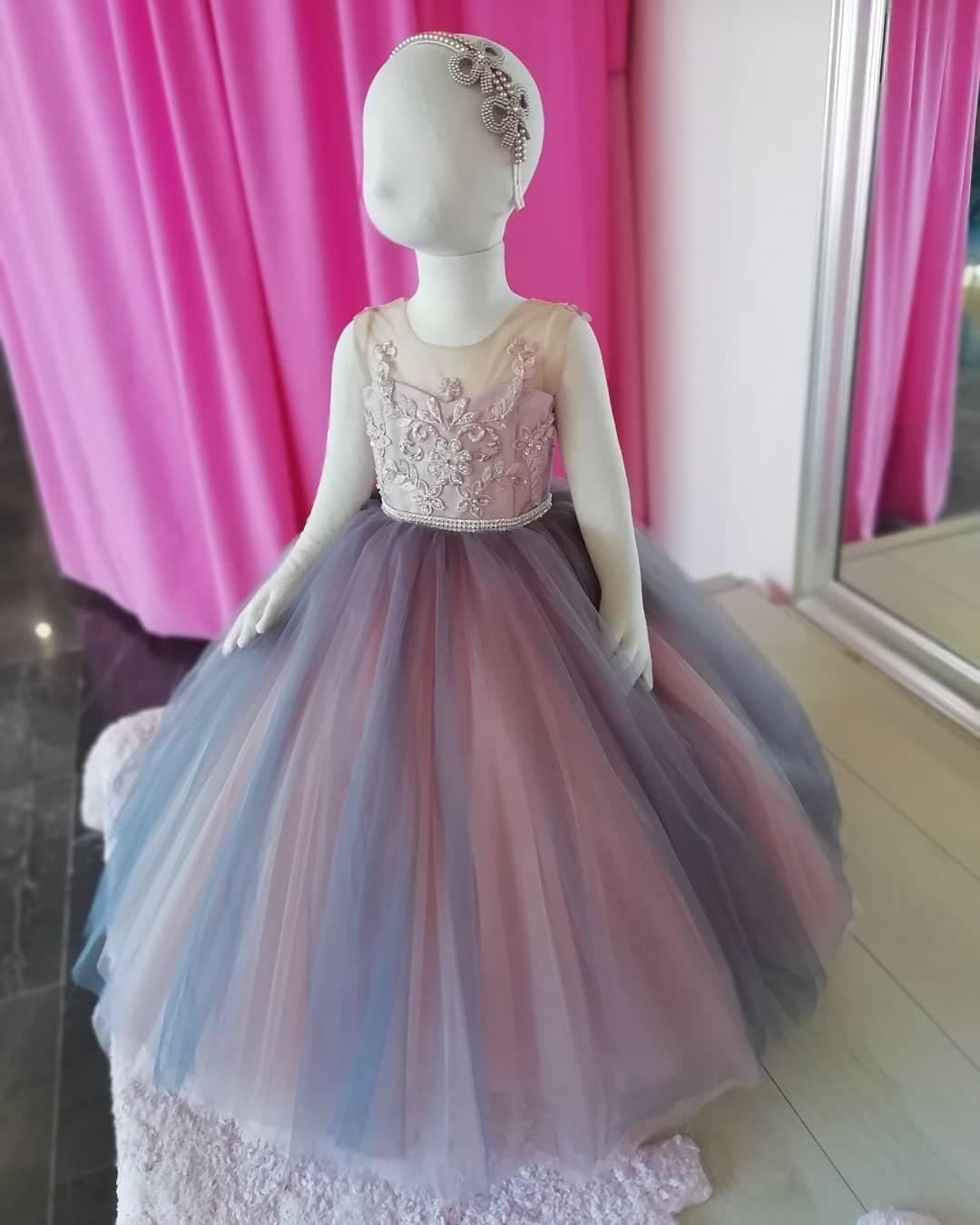 Günstige Spitze Kristall-Blumen-Mädchen-Kleider Sheer Ausschnitt Perlen Tüll Kleines Mädchen Brautkleider Günstige Communion Pageant Kleid-Kleider F251