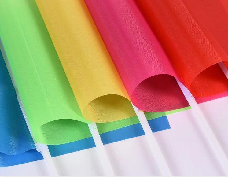 20 * 28cm a mano la bandera que agita la bandera del color sólido de la bandera Banderas para el partido de la decoración de reuniones Bandera del partido Decoración SN1204
