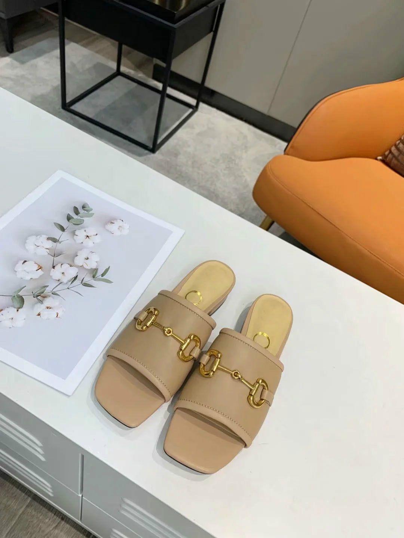 Moda Orta topuk Terlik Yaz Toptan Kadın Plaj Alfabe Terlik Tasarımcı Kaba Sandalet Bezi Nakış Kadın Ayakkabı 35-42