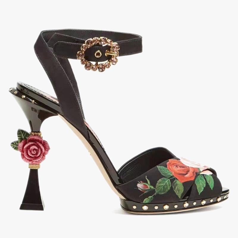 Romantik Açık Burun Çiçek Baskı Yaz Ayakkabı Vintage Gül Çiçek Süslenmiş Topuk