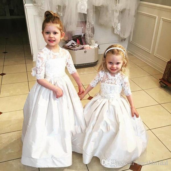 Ny söt blomma tjej klänningar för bröllop boll klänningar en linje juvel spets satin halv ärm födelsedagsfest klänningar