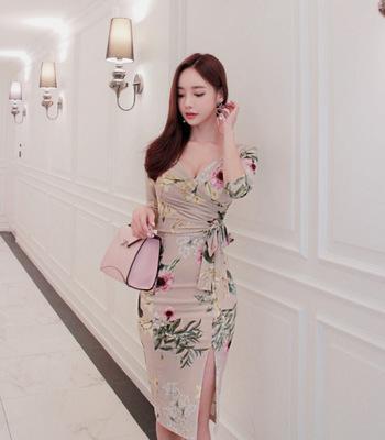 2019 Dama de calidad traje-vestido Sexy V plomo de siete partes Paquete de impresión de manga nalgas vestido Chalaza