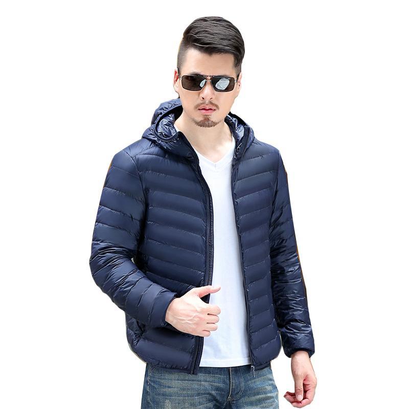 Luz de invierno por la chaqueta con capucha impermeable de los hombres del cortocircuito de la chaqueta sólido caliente abrigo de gran tamaño compacto y ligero para jóvenes ultra-delgada de color de Down