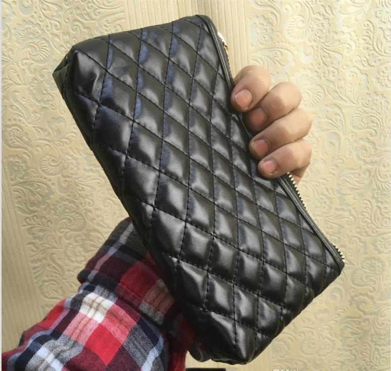 مبطن 2020 جديد نمط حقيبة ماكياج الشعار الشهير اللون الأسود الذهب مع حالة مربع مستحضرات التجميل الفاخرة حزب ماكياج منظم حقيبة حقيبة مخلب VIP