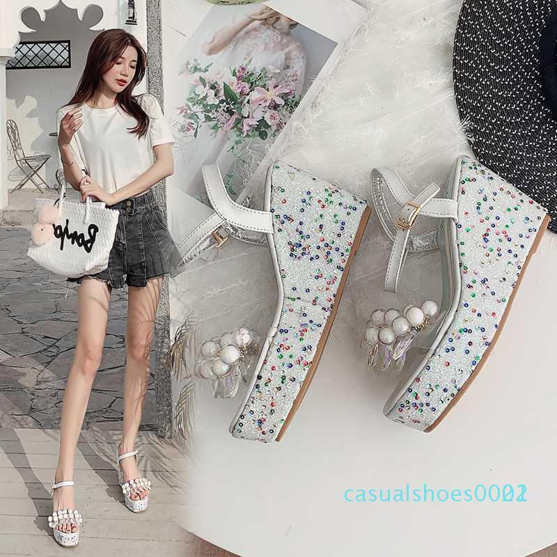 2020 Moda Kadın Sandalet Çiçek Dekor Açık Burun Kamalar Yüksek Topuklar Ayak bileği Toka Kayış Yaz Elbise Bayanlar Sandalet Sarı / Gümüş c22