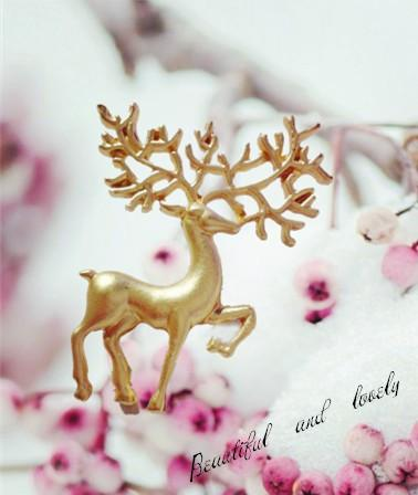 Ornaments Hollow Out Adorable. Restore Ancient Ways Literature Lovely Fan Fawn Brooch lot Lead Needle brooches for women cheap Sale