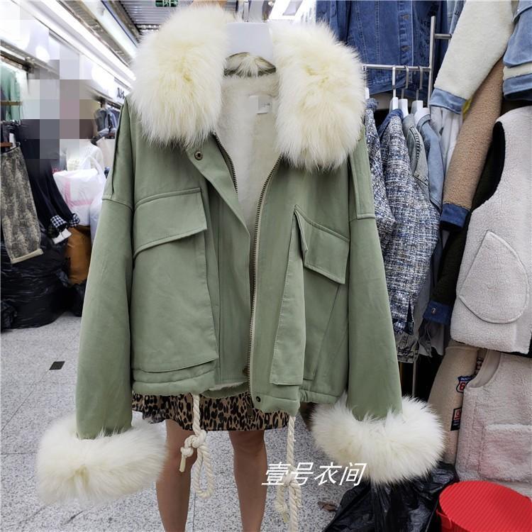 Abrigo de invierno de las mujeres reales cuello de piel chaqueta del algodón de bolsillo de la capa corta de algodón señoras de la muchacha piel natural Abrigo Casaco Femenino