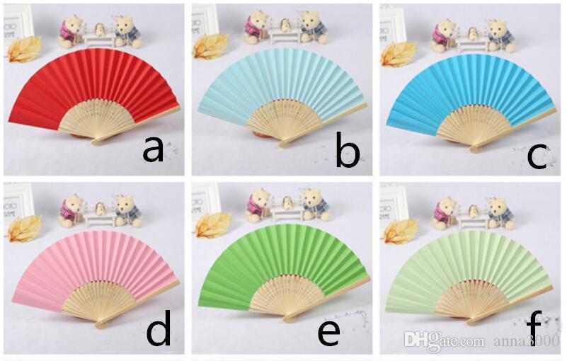 50Pcs Personalizzato Inciso Pieghevole Fan di carta a mano Fold Vintage Fans all'aperto Wedding Party Baby Shower favori