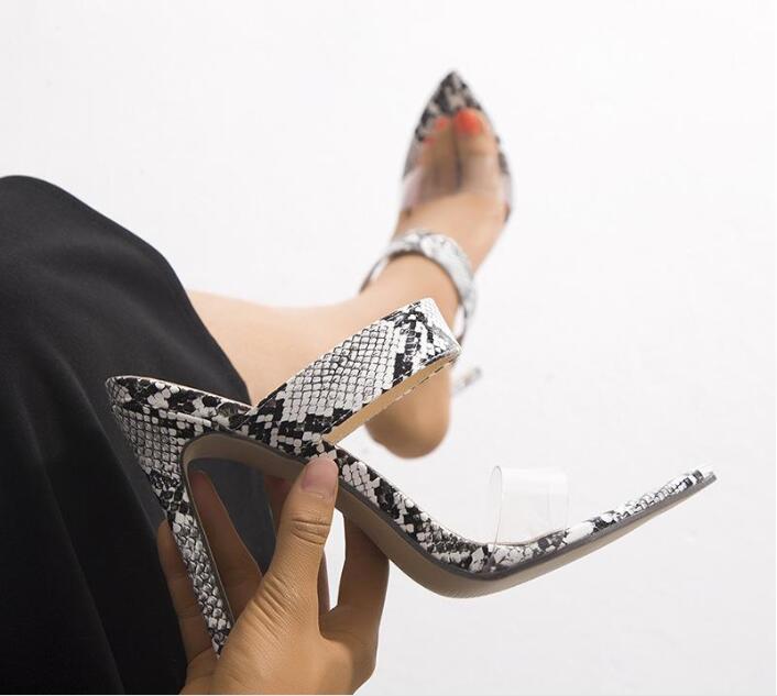 Die Versorgung der Frau Sandalen Fabrik europäische und amerikanische Art-Frauen Spitz-Zehe-Absatz-Sandalen und Pantoffeln 43 Plus Größe
