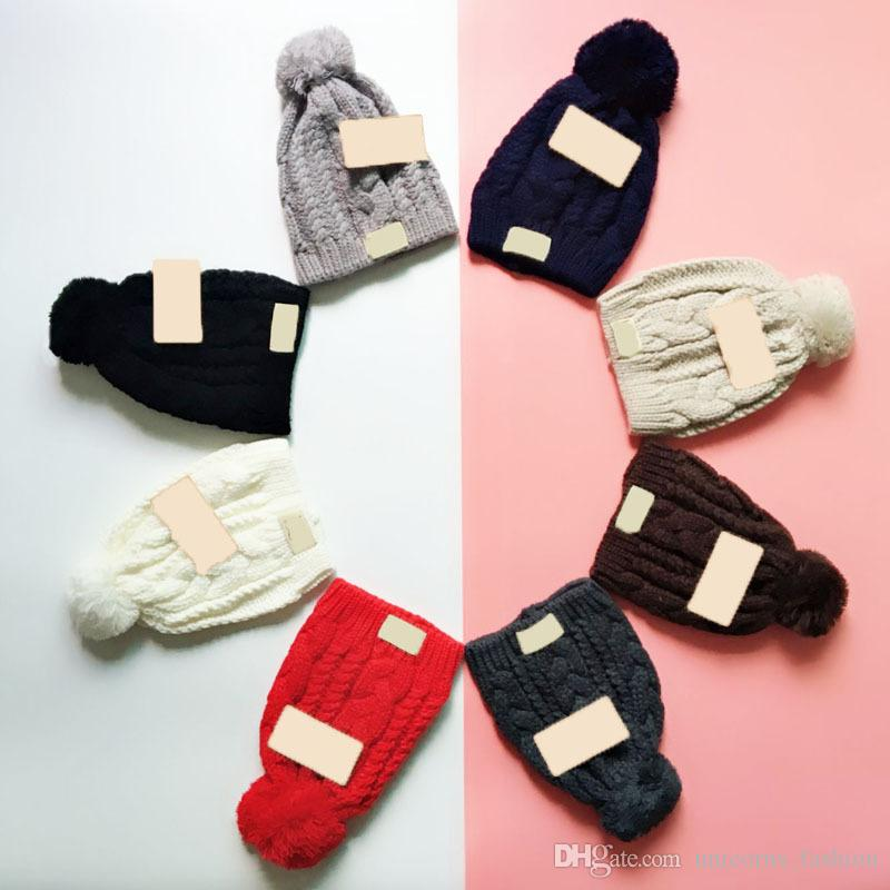 Chapéu de malha Designer U t Gorro De Malha Com Pom Crochet Inverno Gorros Chunky Cable Caps 8 Cores 5 pcs CNY849