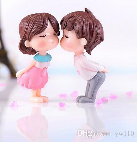 Романтические пары статуэтки сказочный сад миниатюры украшения ПВХ милый мальчик и девочка любителей поцелуй свадебные куклы для домашнего декора