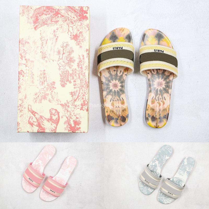 Paris 2020 New Scuffs Femmes Slipper Sandales d'été Plage Diapo Chaussons femme Tongs Mocassins sexy brodé floral chaussons