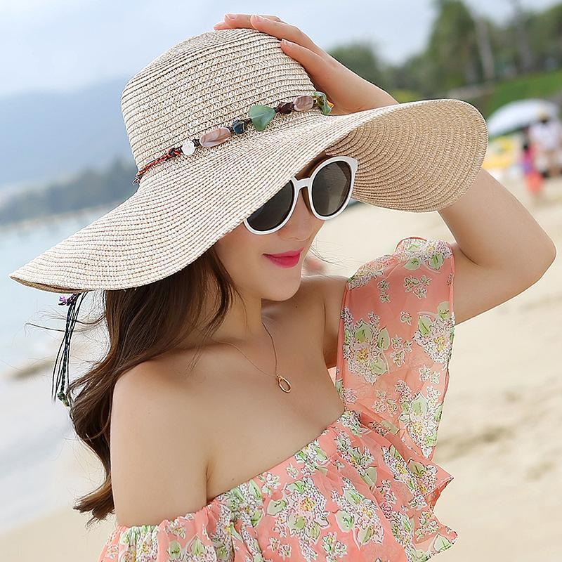 La versione coreana del cappello da sole per esterno da spiaggia della signora estiva è appiattita lungo il cappello di paglia in pura crema solare