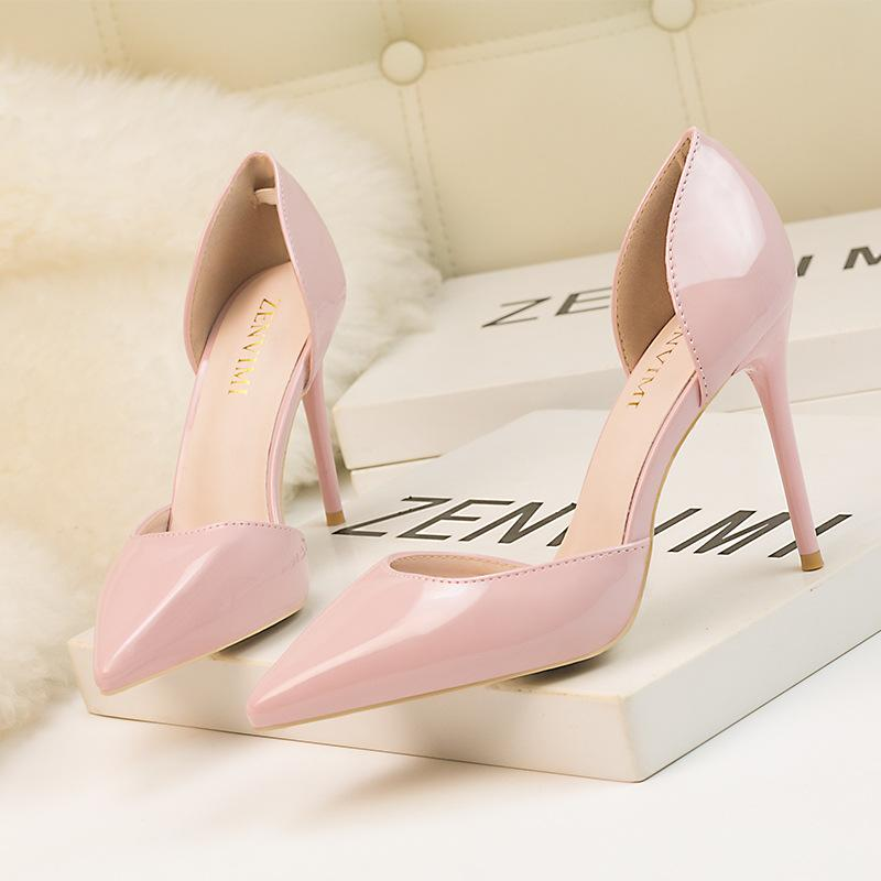 Bombas de las mujeres laterales de los recortes del moda de los altos talones Zapatos Mujer de la oficina punta estrecha profundidad Mujer de cuero de patente