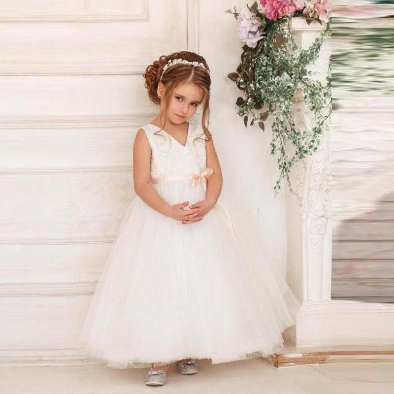 Nette mit V-Ausschnitt Blumenmädchenkleider mit Champagne-Bogen-Schärpe Blumen appliques Puffy Tüll Kinder-formales Kleid Erstkommunion Kleid