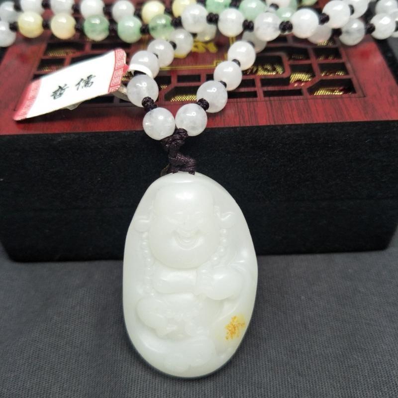 Senden National Inspection Certificate Natürliche Hetian weiße Jade Carving Stereo Guanyin Anhänger Drei Farbe Jadeite Perlenkette