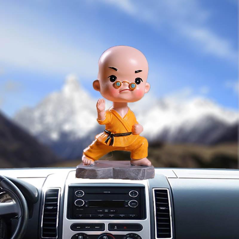 ornamentos boneca carro resina materiais criativos 4 tipos de cores jovem óculos monge garoto balançando a cabeça presente acessórios de decoração