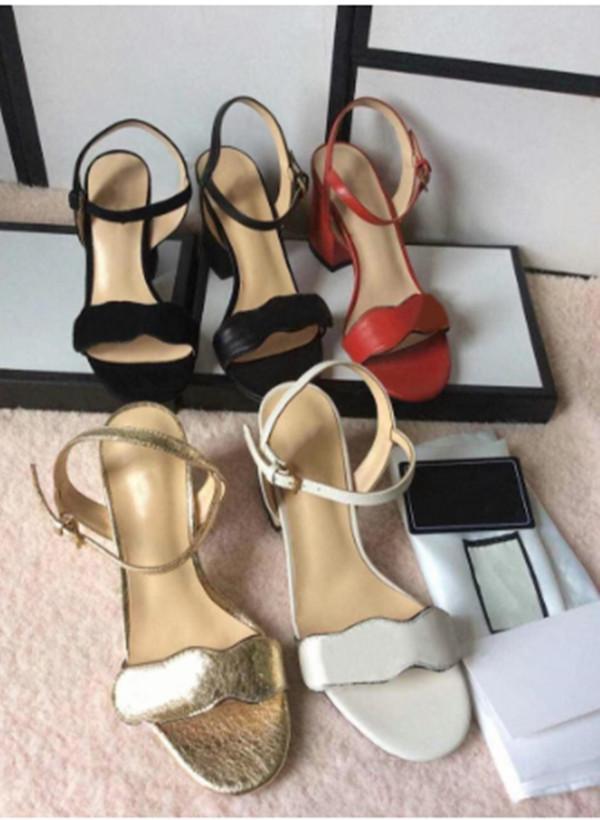 Frauen Designer-Sandale Luxus-High Heels Lederkleid Hochzeit Schuhe Sexy Schuhe doppelte Buchstaben Ferse Sandelholz Damen Schuhe Mitte Ferse