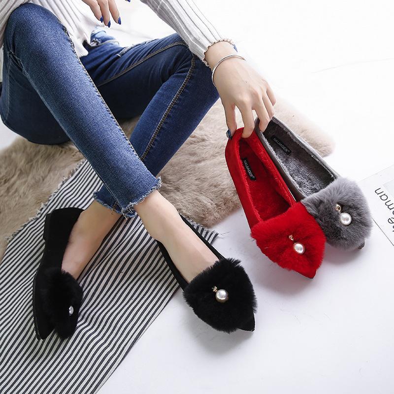 Cabello señaló pisos damas zapatos rojos de la boda del invierno suave y esponjosa grandes perlas mocasines de zapatos antideslizantes de piel de terciopelo más tamaño alpargata