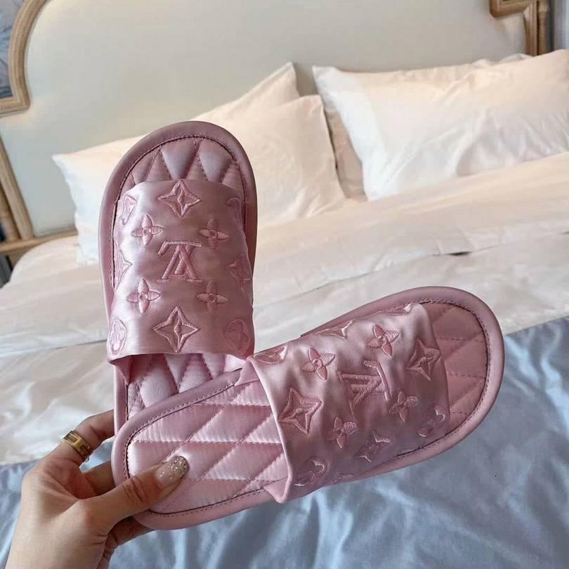 Adorável 02 Mulheres elegantes Chinelos de qualidade perfeita e requintado Chinelo Original Sandals Exquisite Bordados