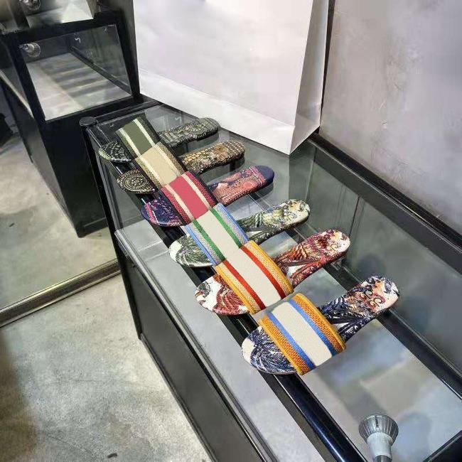 Chinelos Designer Dazzle Flores Mulheres Sandálias sapatos de Flops Listrado Praia causais 5cm Salto Alto Bordado Sandália Floral Brocade Slipper