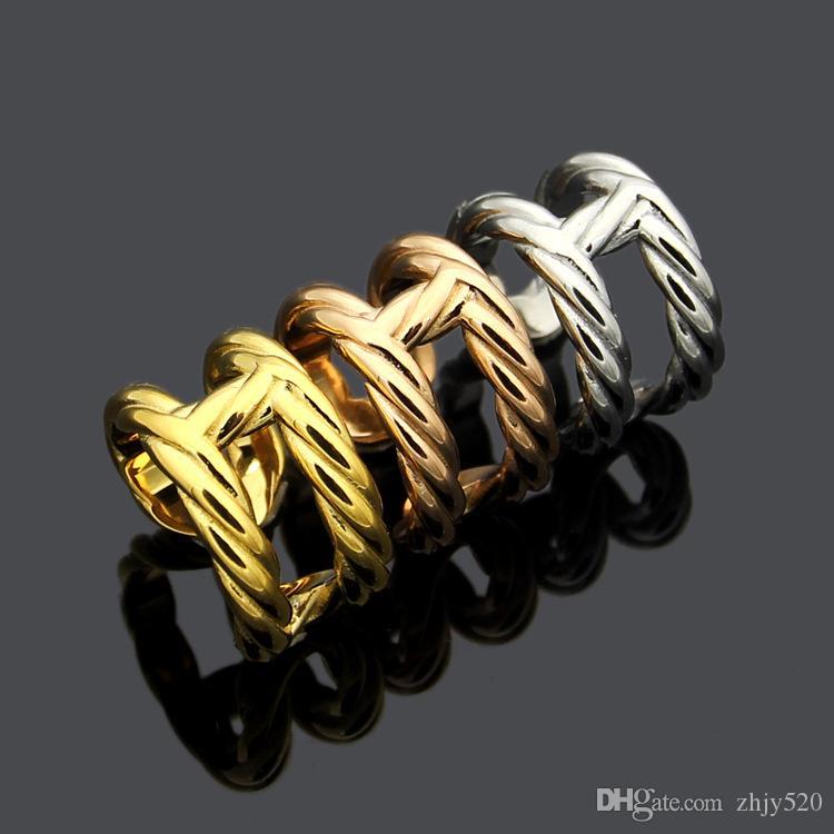 dei nuovi monili in titanio acciaio signore anello all'ingrosso lettera H disegno vuoto naso di maiale torsione paio anello regalo di festa