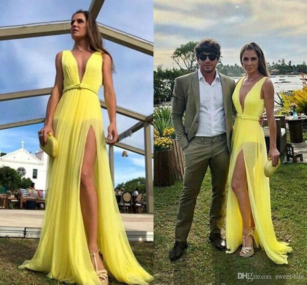 Abiti da sera lunghi economici Boho Beach gialli Scollo a V profondo 2020 A Line Tulle Prom Party Abiti da sera Abito maxi split alto